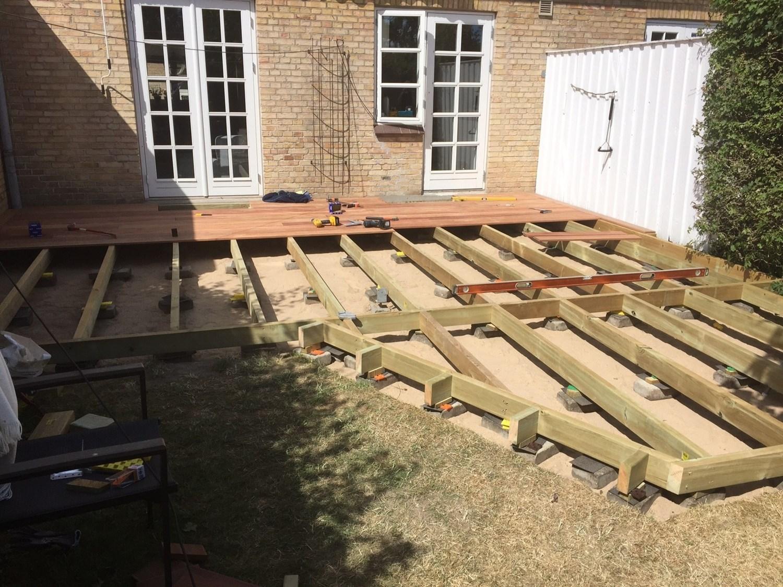 bygning af træterrasse